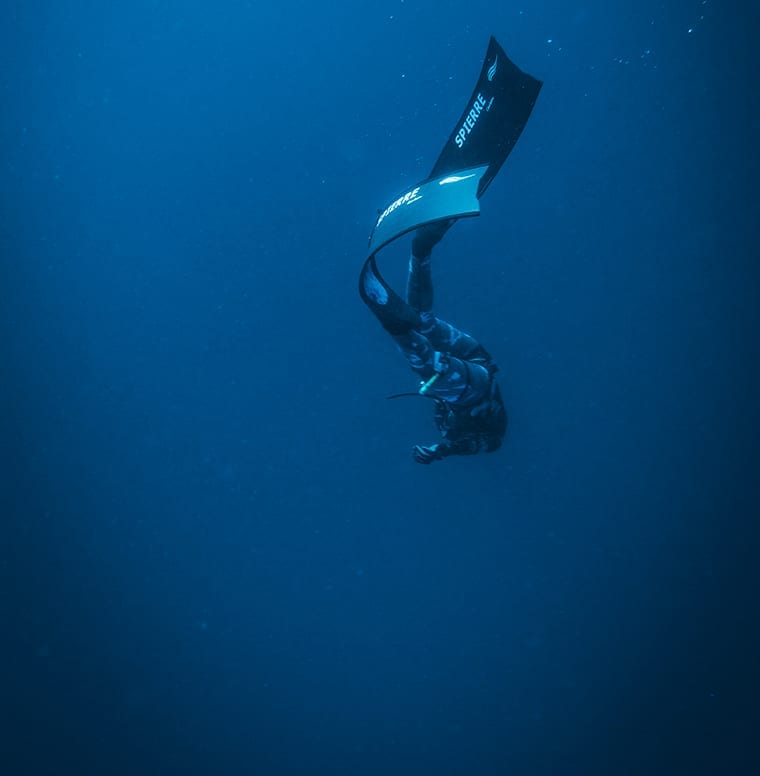 Gliding down into the deep to go spearfishing